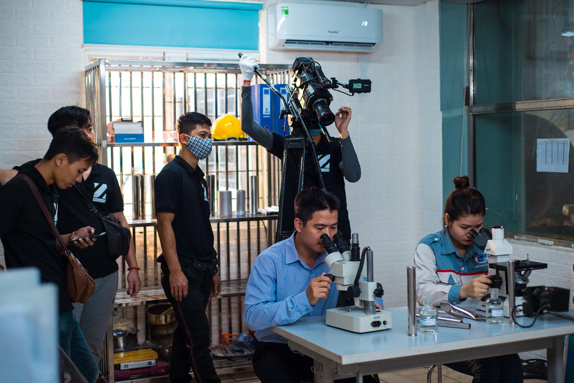 tổ quay phim của ekip sản xuất 11