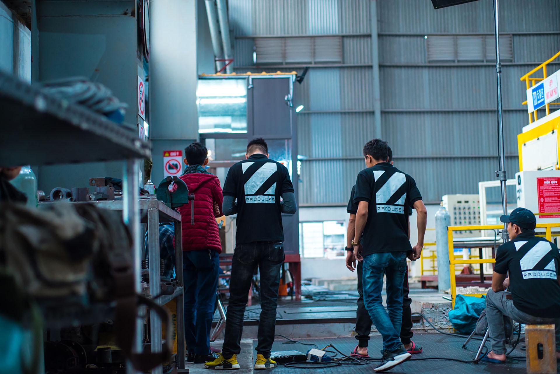 tổ kỹ thuật của ekip sản xuất 05