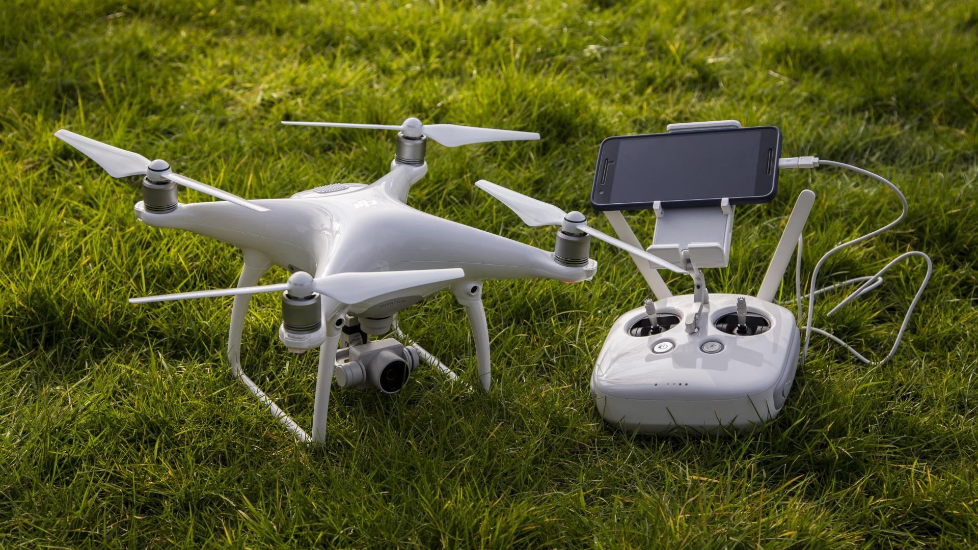 Flycam ngày càng được sử dụng trong lĩnh vực quay phim, chụp ảnh
